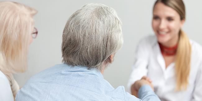 Courtier en rachat de crédit senior de plus de 60 ans